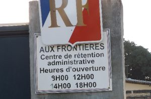 L'entrée du Centre de rétention administrative de Mayotte