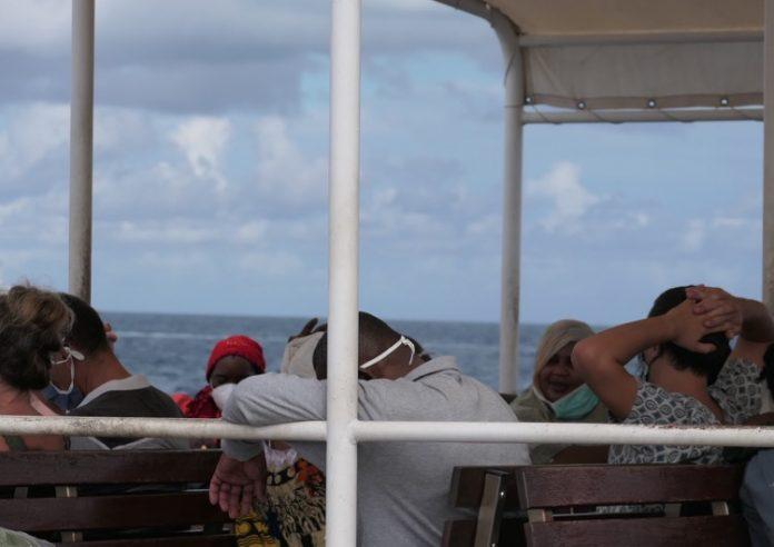 état d'urgence, barge, masque, Mayotte